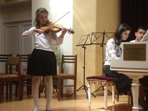 Ani_violinist.JPG