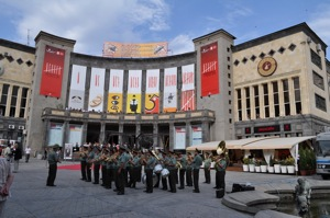 Closing Ceremony in front of	Moscow cinema_resize.jpg