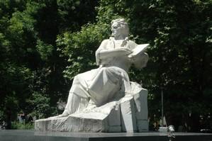 Statue to Martiros Saryan
